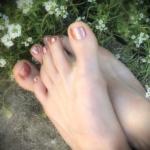 fresh pedicure, pedicured feet, gold toes, foot fetish, toe fetish, foot worship, toe worship, beautiful feet